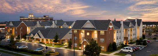 Residence Inn Columbus Easton: Residence Inn Easton at Night
