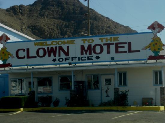 Tonopah, NV: Clown Motel