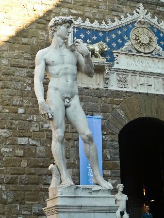 Hotel River: statue of david