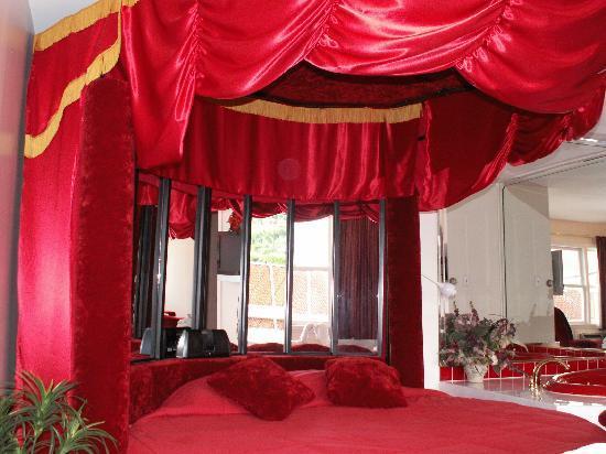 New Relax Inn: Heart Suite