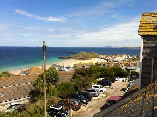 Gekko Lodge: view from attic window of Portmeor Beach