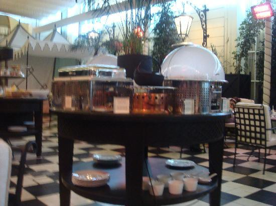 El Palace Hotel: Breakfast buffet (part of it)