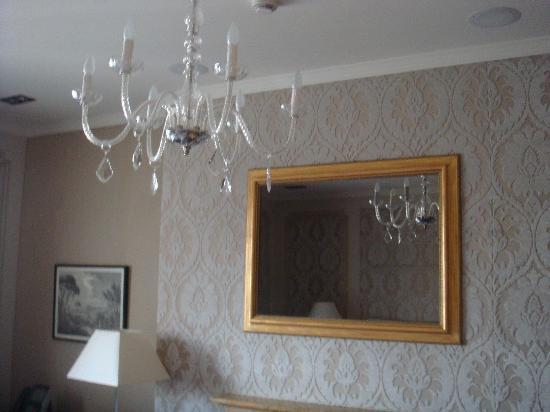 El Palace Hotel: Room Mirror = tv