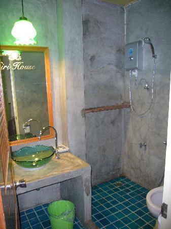 سيري هاوس: aseo y ducha cuentagotas
