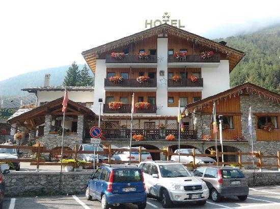 Hotel Beau Sejour: L'albergo sul davanti