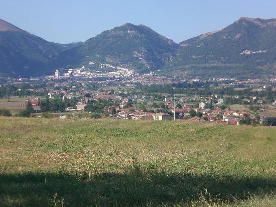 Tenuta Di Fassia: Panorama di Gubbio da Villa Fassia