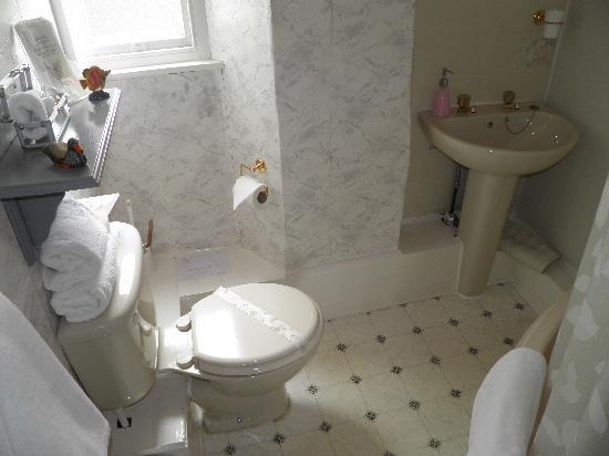 Kirkwood Guest House: bathroom