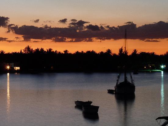 Residence Peramal : coucher de soleil depuis le balcon de l'hôtel