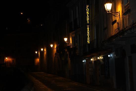 Restaurante Posada Tintes: Fachada exterior de noche