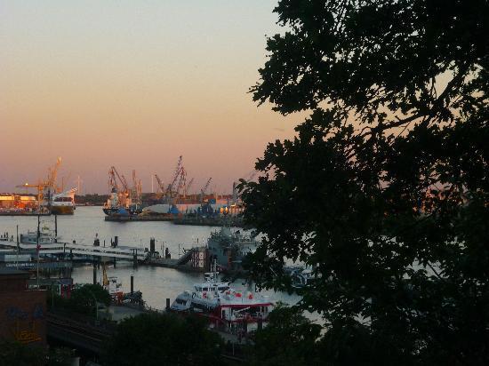 "Jugendherberge Hamburg ""Auf dem Stintfang"": La vista al tramonto!!"