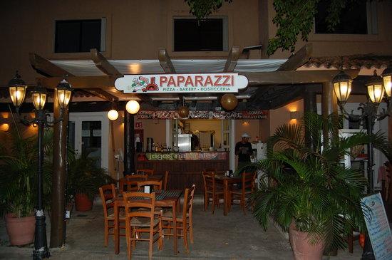 Paparazzi Pizza