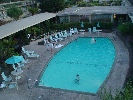 Carmel Mission Inn & Fuse Lounge Café: piscina