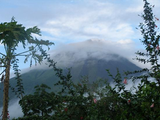Hotel Mountain Paradise : Mt. Arenal from our patio
