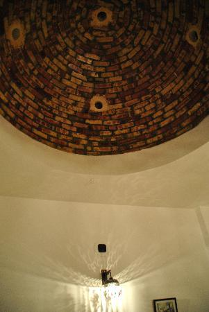 El Nakhil Hotel & Restaurant : Room with cove ceiling