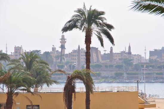 El Nakhil Hotel & Restaurant: View of Nile/Luxor Temple from breakfast on restaurant patio