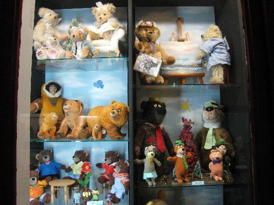 Village des Ours et Poupees: plus de poupées