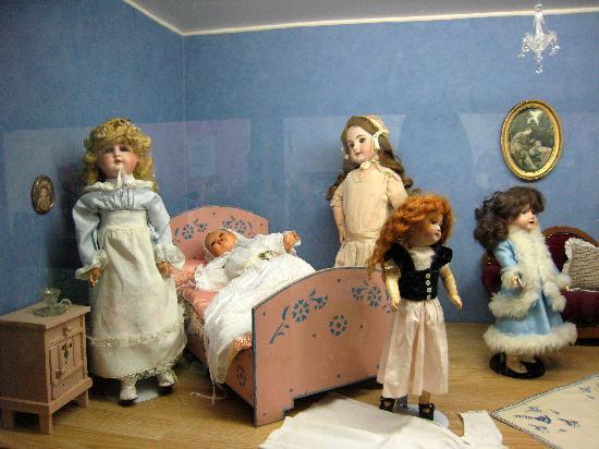 Village des Ours et Poupees: poupées