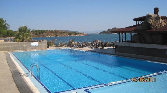 Ayvalik Beach Hotel: la piscine