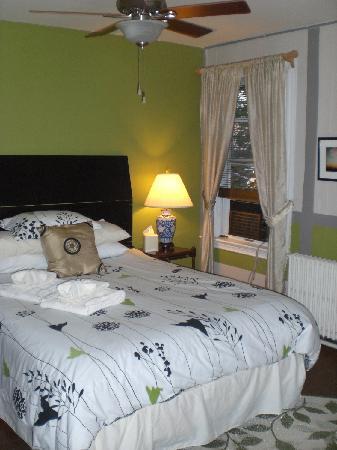John Randall House: Refurbished/freshly painted rooms! NICE!!!