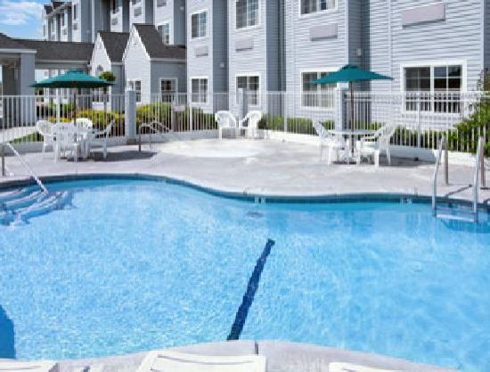 Microtel Inn & Suites by Wyndham Modesto Ceres: Swimming Pool and Spa
