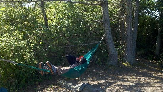 Lopez Farm Cottages & Tent Camping : Relaxing in the hammock at campsite C.