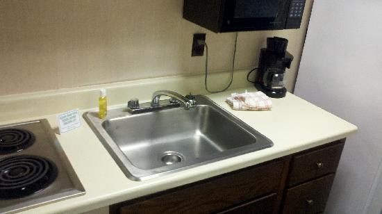 Surf Inn Suites: kitchen 1