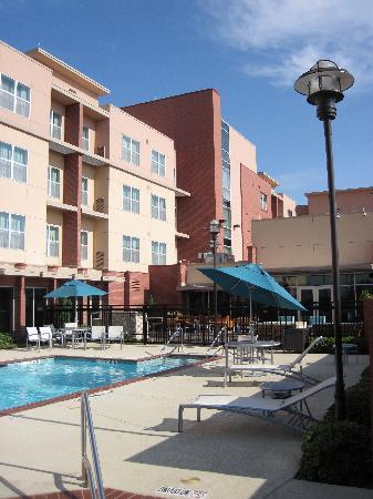Residence Inn Dallas Plano/The Colony: clean pool