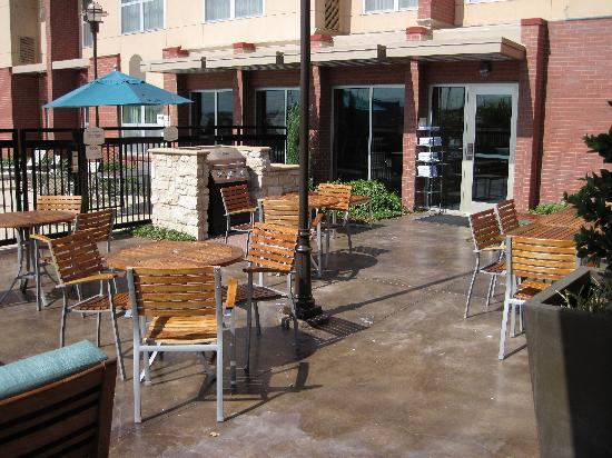 Residence Inn Dallas Plano/The Colony: BBQ for guests to use