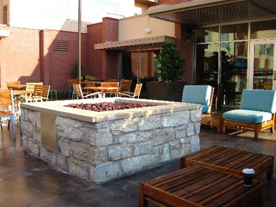 Residence Inn Dallas Plano/The Colony: Cool fire pit