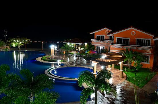 Estrellas de Mendoza Playa Resort: view at night