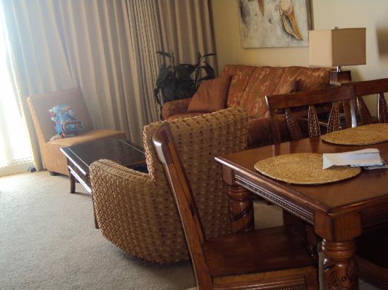 Splash Resort Condominiums Panama City Beach: Our TV Room and dining room