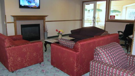Quality Inn & Suites of Stoughton: Lobby area