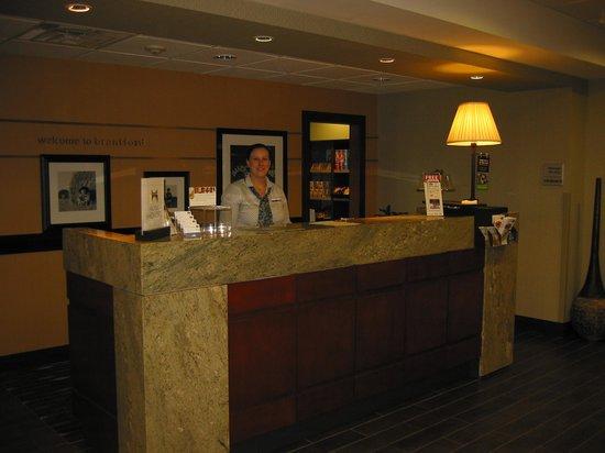 Hampton Inn & Suites by Hilton Brantford, Ontario: Accueil et gentille préposée