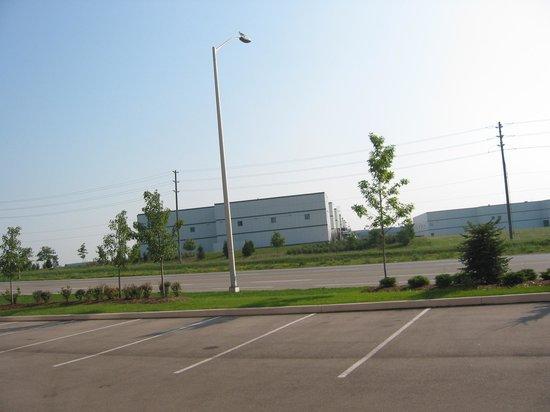 Hampton Inn & Suites by Hilton Brantford, Ontario: dans un secteur industriel