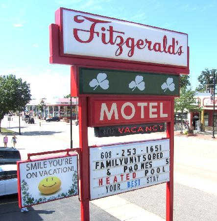 Fitzgeralds Motel: Motel sign