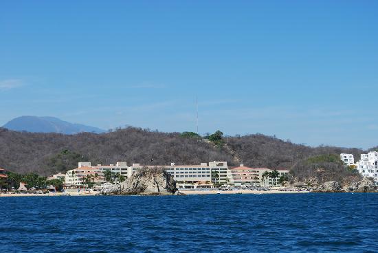 Dreams Huatulco Resort & Spa: Resort from water