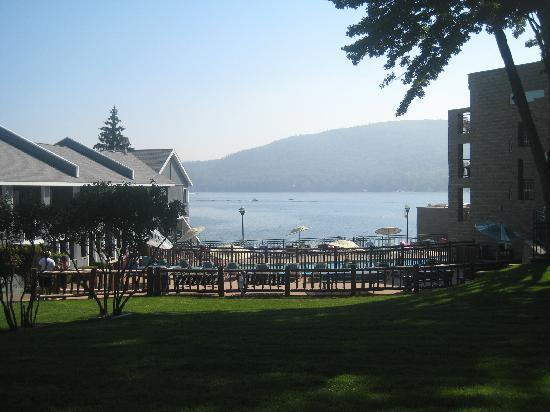 Surfside On The Lake Hotel & Suites: Breakfast overlooking the lake
