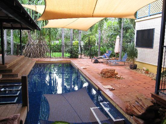 The Courthouse Bed & Breakfast: Pool area where we had breakfast