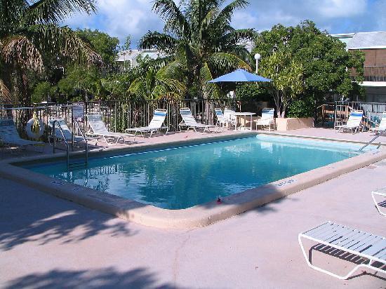 Kawama Yacht Club: One of 3 pools on grounds