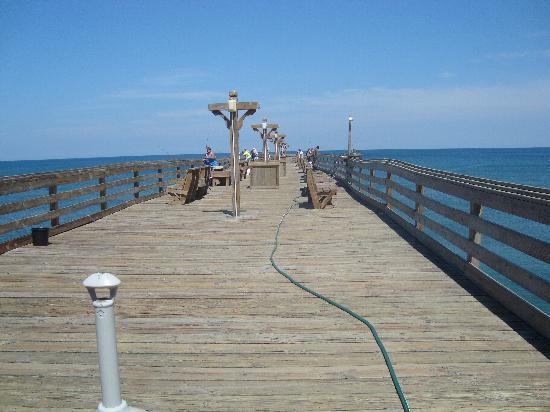 Hilton Garden Inn Outer Banks/Kitty Hawk: Looking down the pier