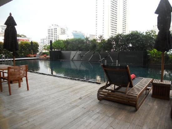 Fraser Suites Sukhumvit: poolside