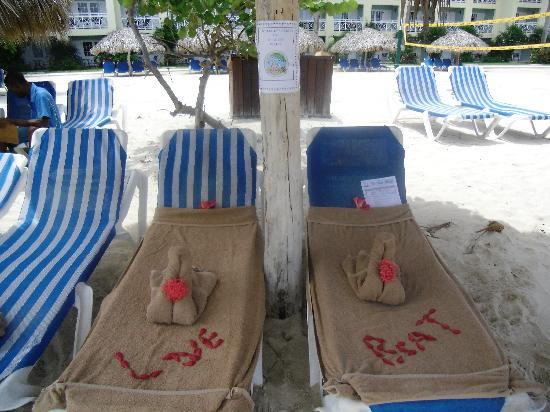 Sandals Montego Bay: Our reserved chairs on the beach with a note from our butler