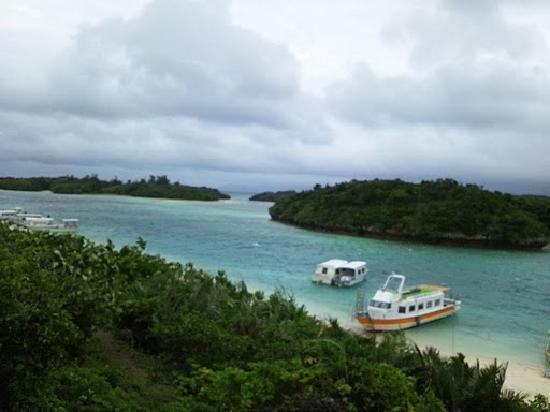 Kabira Bay: 晴れていたらまた違う色になるのでしょう