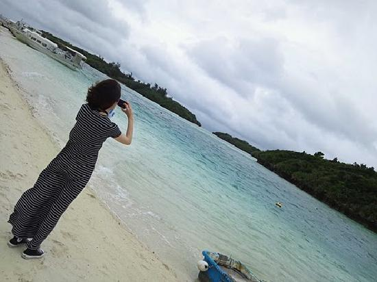 Kabira Bay: 砂浜へ降りてみる