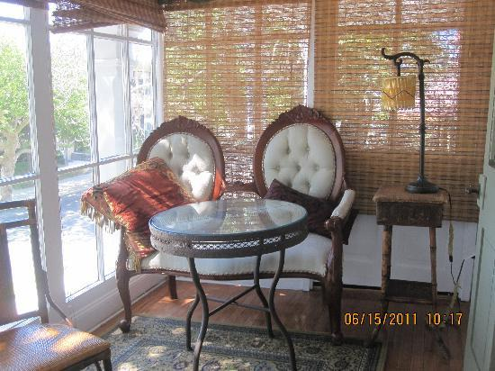 Elaine's Bed & Breakfast Inn: Sunroom