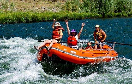 Morrisons Rogue River Lodge: My daughter is 'riding the bull' on the rapids