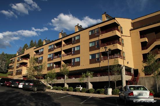 Marriott's StreamSide Douglas at Vail: Exterior of one of the resort buildings