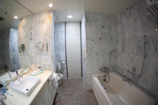 Starts Guam Golf Resort: Bathroom view - shower not shown