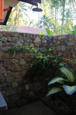Cocotinos Sekotong, Boutique Beach Resort & Spa : DOUCHE EXT
