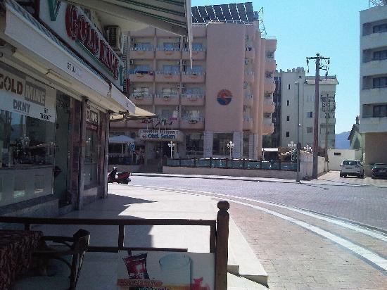 Corner Cafe Fast Food : Opposite Otel Selen